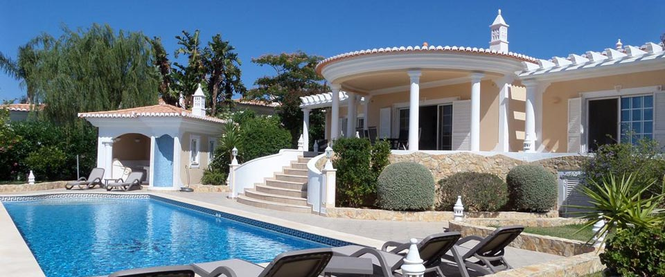 Administration, property and house management in the Algarve, Portugal